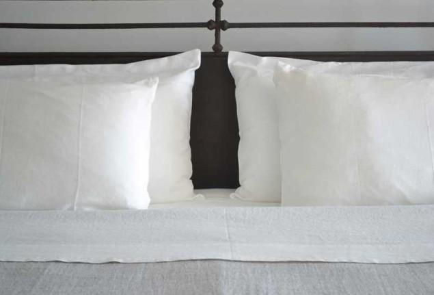 chris-pillow-800